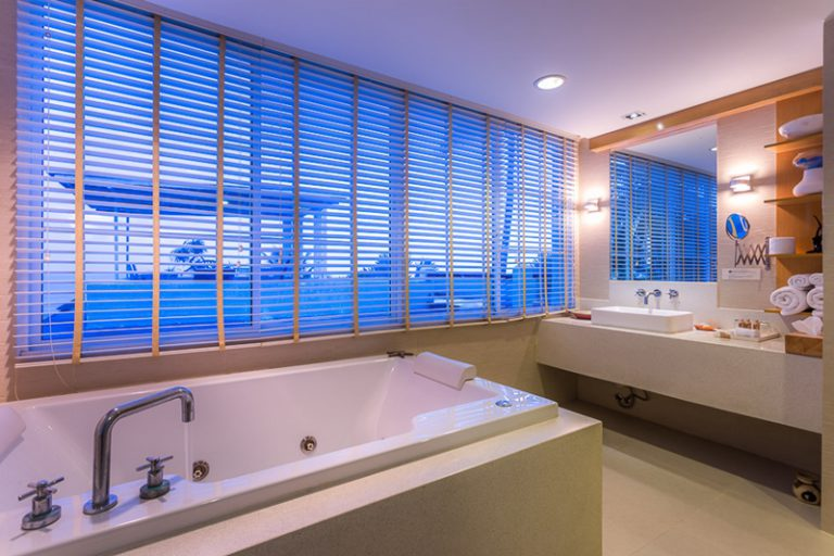 Beachfront Jacuzzi Suite